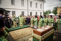 Праздничная Божественная литургия под открытым небом была совершена в Богородице-Алексиевском монастыре