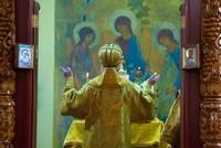 Митрополит Ростислав совершил Литургию в Петропавловском храме на Спичфабрике