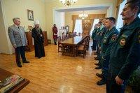 В честь юбилея МЧС глава Томской митрополии вручил спасателям церковные награды