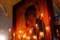В канун праздника Похвалы Божией Матери митрополит Ростислав совершил утреню с чтением Акафиста Пресвятой Богородице