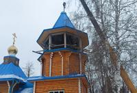 На колокольню Никольского храма в поселке Зональная Станция установили купол