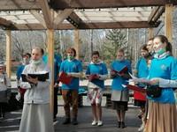 Молодежь Александро-Невского храма поделилась пасхальной радостью с томичами