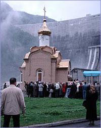 Архиепископ Томский и Асиновский Ростислав посетил Абаканскую епархию и освятил Саяно-Шушенскую ГЭС