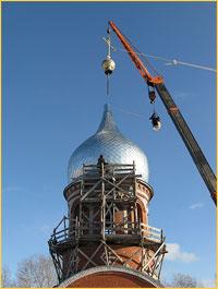 На купол храма Покрова Пресвятой Богородицы в с.Моряковский Затон водружен крест