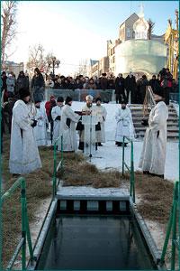 В праздник Крещения Господня в Томске на Белом озере состоялись традиционные крещенские купания