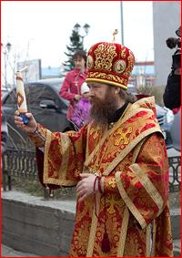 25 апреля, в Светлый понедельник, в Богоявленском кафедральном соборе г.Томска состоялась  встреча Благодатного огня из Иерусалима