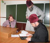 Епархиальная комиссия вручила собранные средства погорельцам