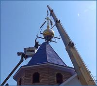 Подняты купола на храм Успения Божией Матери в пос.Лоскутово