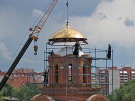 29 июня было совершено освящение купола и креста для нового храма Томского Богородице-Алексиевского монастыря.